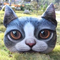 Gros coussin tête de chat gris et blanc